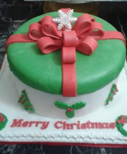 green-topped-christmas-cake