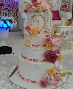 Pearls lace design wedding cakes